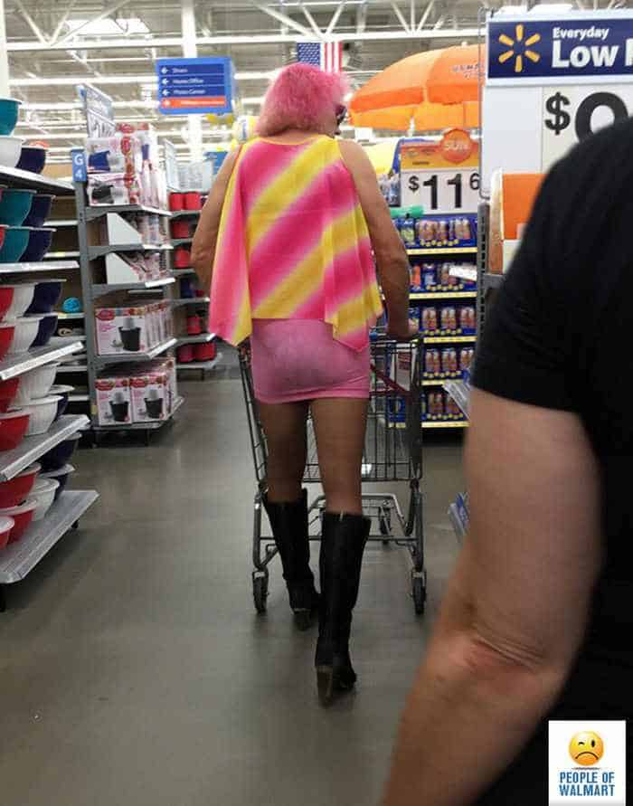 30 Ridiculous People of Walmart That are Extremely Weird to Handle -27