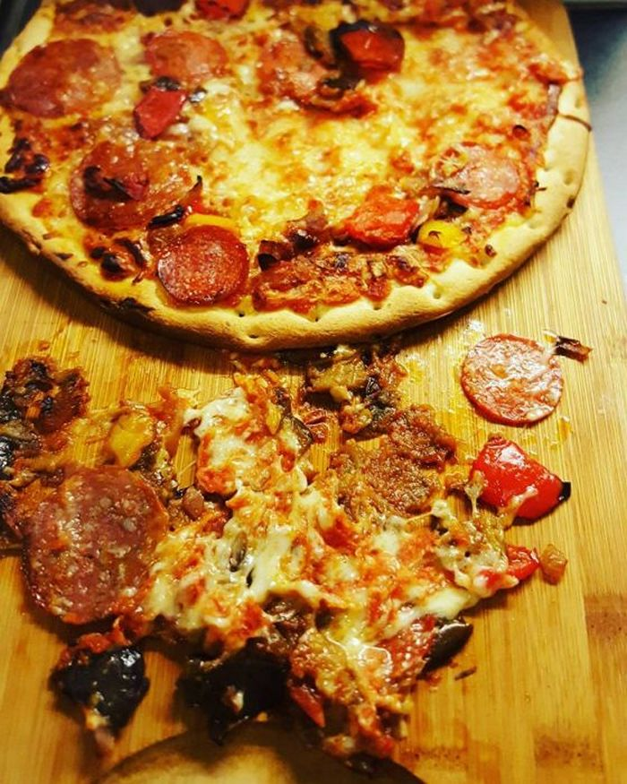 24 Pizza Delivery Fails That Can Leave You Scratching Your Head-13