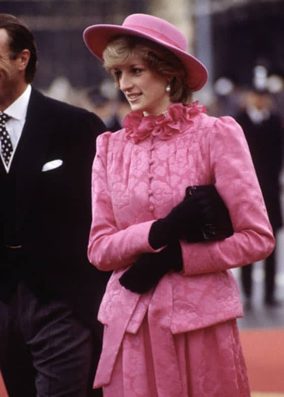 14 Pics of Princess Diana's Awesome Iconic Gowns And Royal Dresses -06