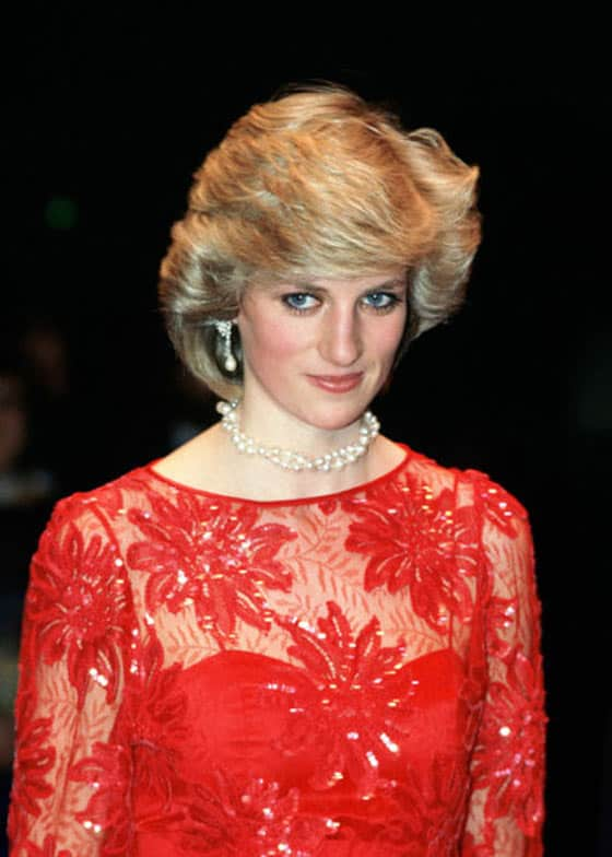 14 Pics of Princess Diana's Awesome Iconic Gowns And Royal Dresses -08