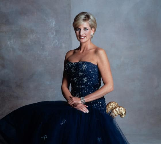 14 Pics of Princess Diana's Awesome Iconic Gowns And Royal Dresses -12