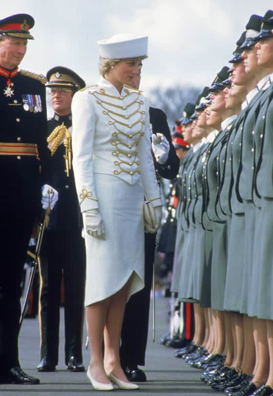 14 Pics of Princess Diana's Awesome Iconic Gowns And Royal Dresses -13