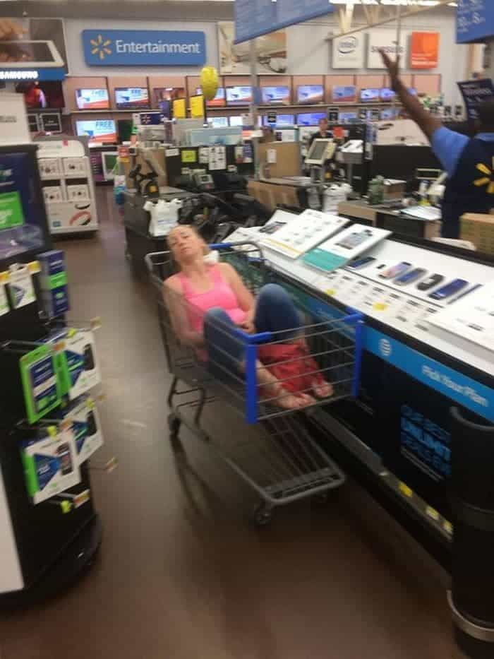 50 Ridiculous People of Walmart That Are on Another Level -20