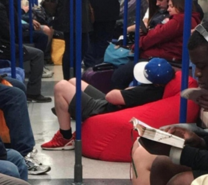 31 Ridiculous Pics Of London Underground That Will Shock You-10