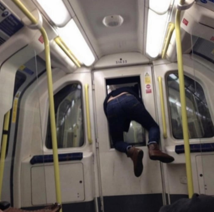31 Ridiculous Pics Of London Underground That Will Shock You-11