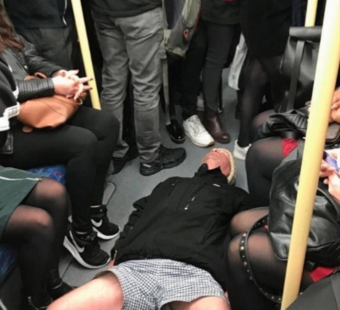 31 Ridiculous Pics Of London Underground That Will Shock You-16