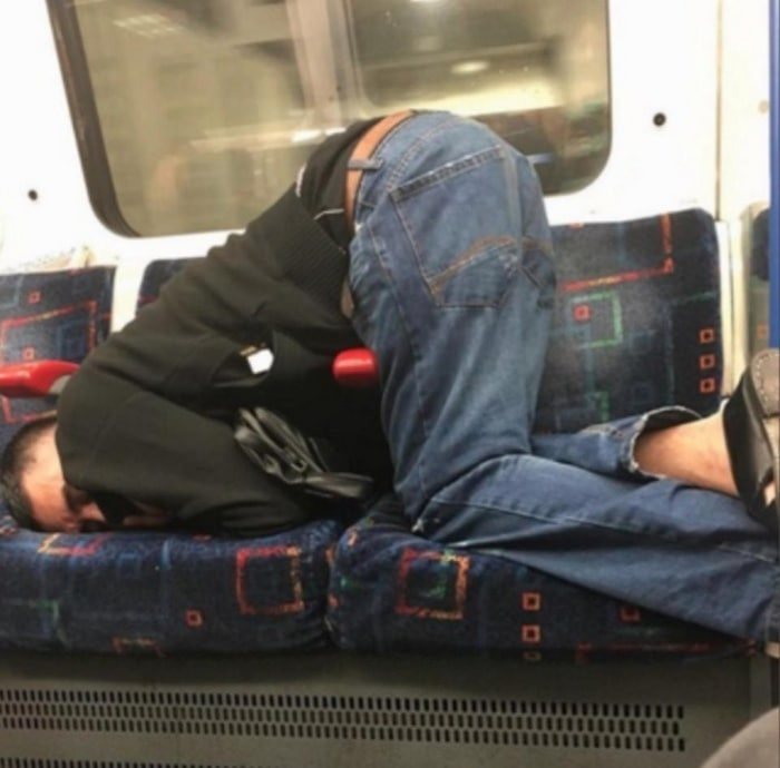 31 Ridiculous Pics Of London Underground That Will Shock You-20