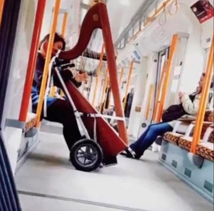 31 Ridiculous Pics Of London Underground That Will Shock You-26