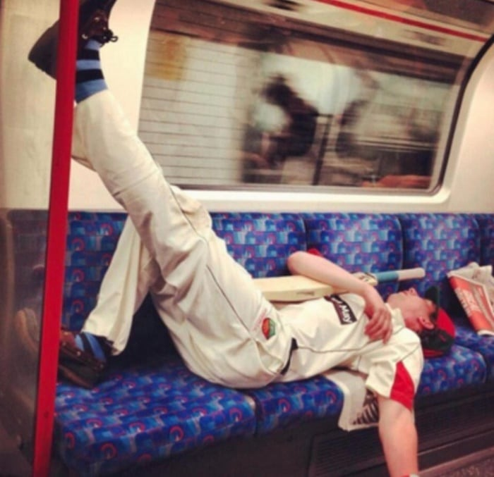 31 Ridiculous Pics Of London Underground That Will Shock You-29