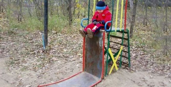 17 Pics of Ridiculous Playground in Russia That Will Make You LOL -07