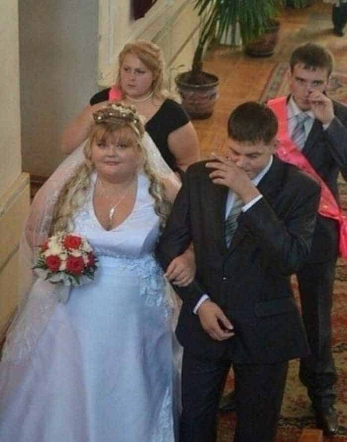 40 Ridiculous Photos of Russian Weddings That Are Hilarious -13