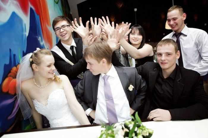 40 Ridiculous Photos of Russian Weddings That Are Hilarious -20