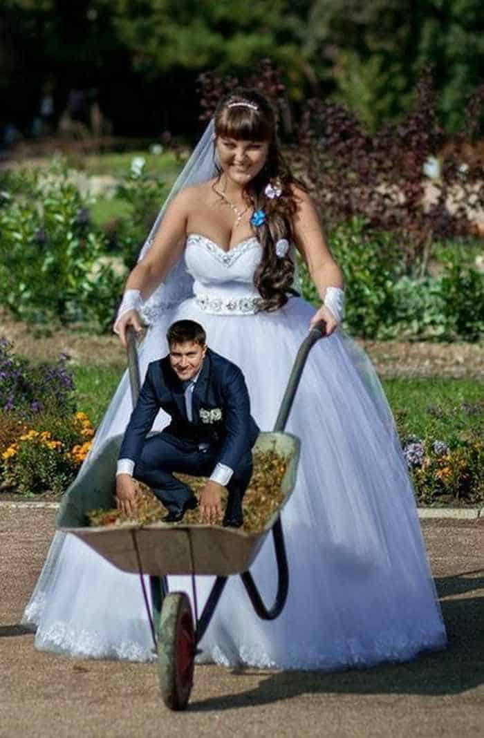 40 Ridiculous Photos of Russian Weddings That Are Hilarious -31
