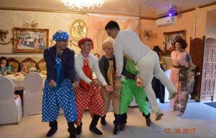 40 Ridiculous Photos of Russian Weddings That Are Hilarious -32