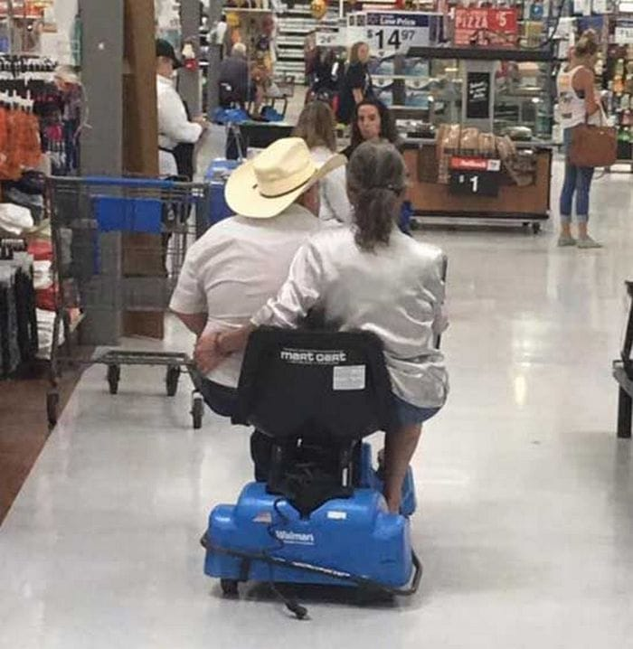 48 Ridiculous Walmart Shoppers Caught On Camera-05