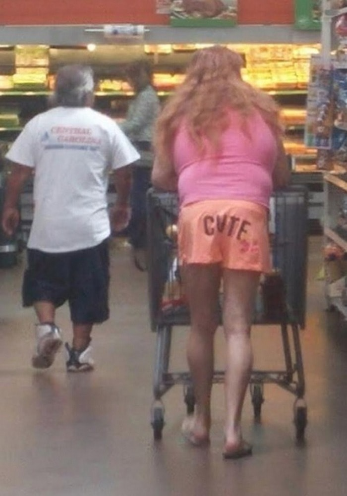 48 Ridiculous Walmart Shoppers Caught On Camera-18