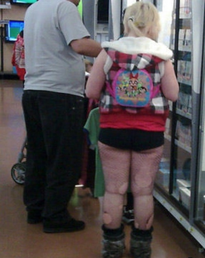 48 Ridiculous Walmart Shoppers Caught On Camera-20