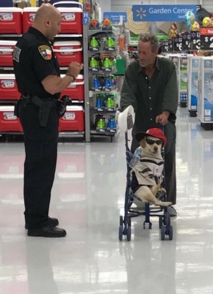 48 Ridiculous Walmart Shoppers Caught On Camera-33