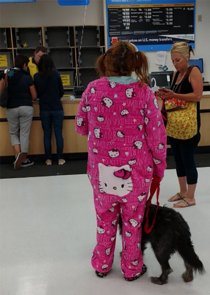 48 Ridiculous Walmart Shoppers Caught On Camera-35