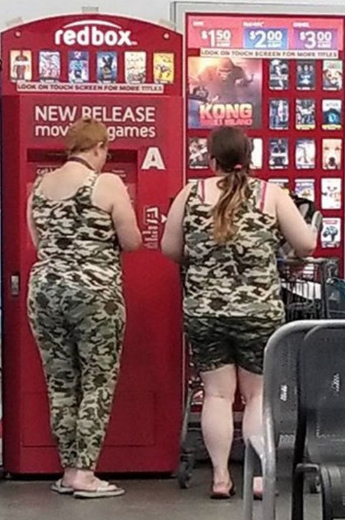 48 Ridiculous Walmart Shoppers Caught On Camera-43
