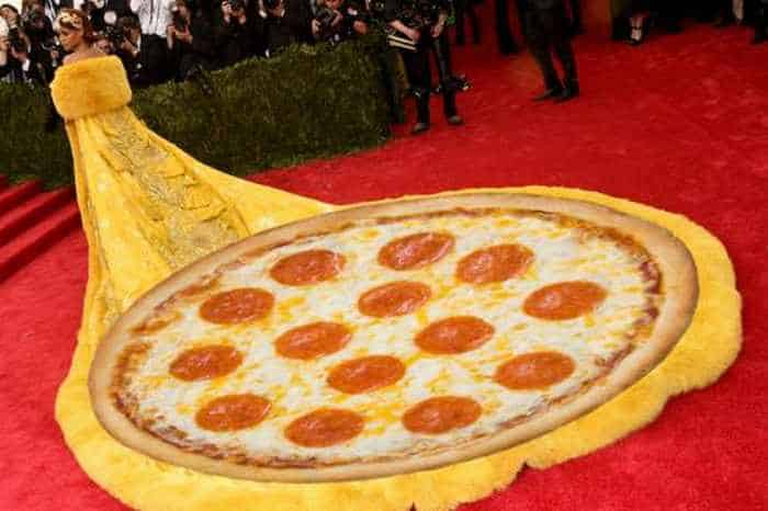 The 35 Best Memes of Rihanna's #MetGala Dress -20
