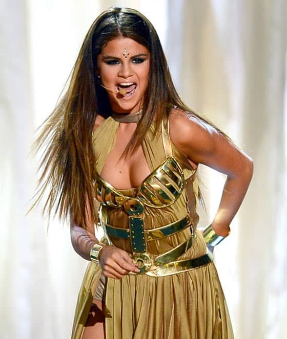 Selena Gomez's Funny Outfit at Billboard Music Awards -02