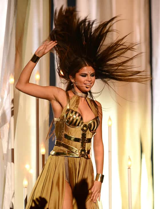 Selena Gomez's Funny Outfit at Billboard Music Awards -07