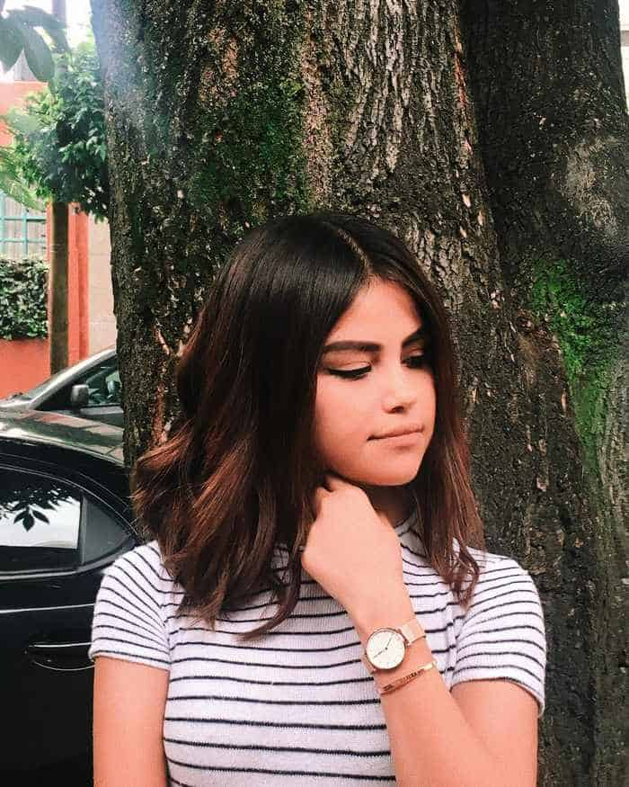 Selena Gomez and Her Doppelgänger Look Like Twins Seriously -05