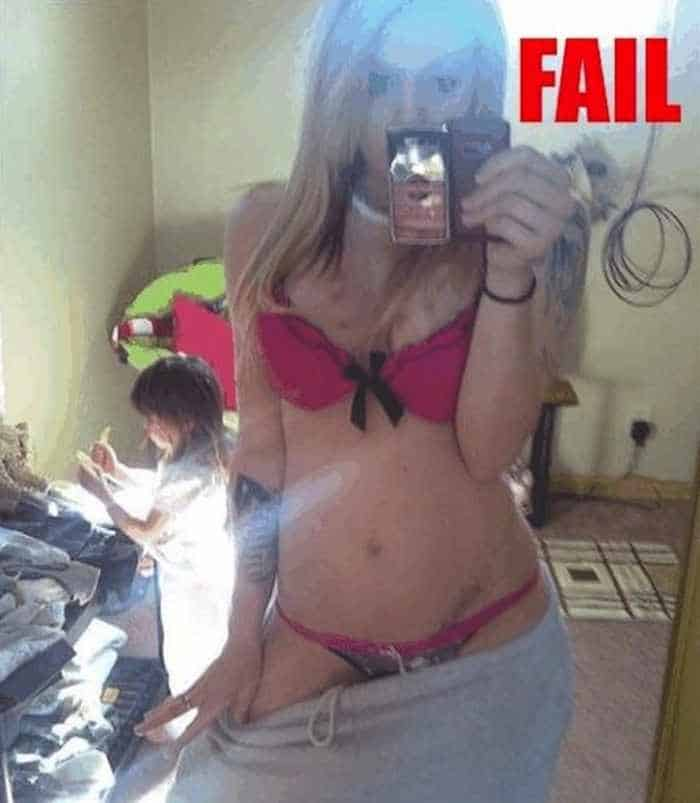 25 Ridiculous Selfies Gone Wrong - The Worst Selfies Ever-22