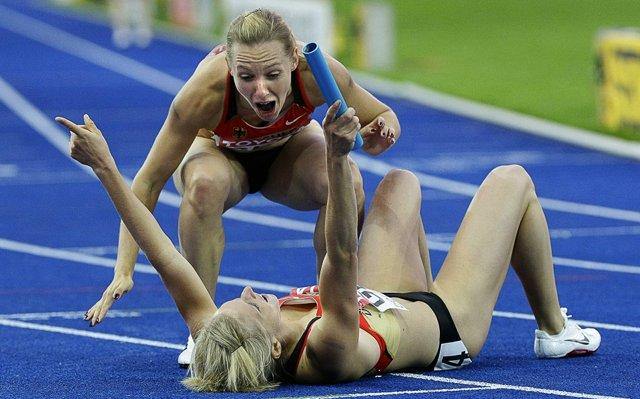 Awesome Sport Moments Captured At Perfect Time - 14 Pics -18