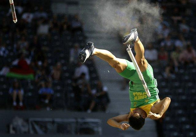 Awesome Sport Moments Captured At Perfect Time - 14 Pics -25