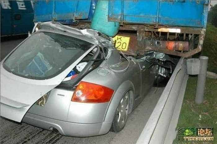 Unseen Terrible Accident of Car and Truck - 6 Pics -02