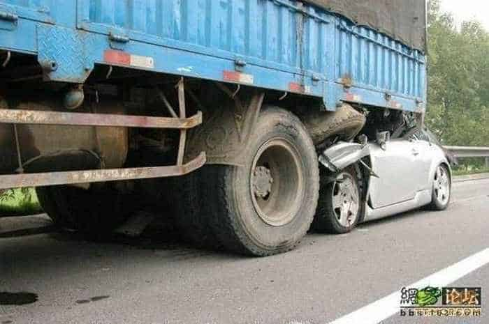 Unseen Terrible Accident of Car and Truck - 6 Pics -04