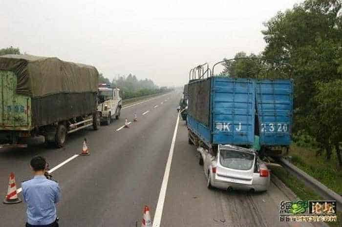 Unseen Terrible Accident of Car and Truck - 6 Pics -05