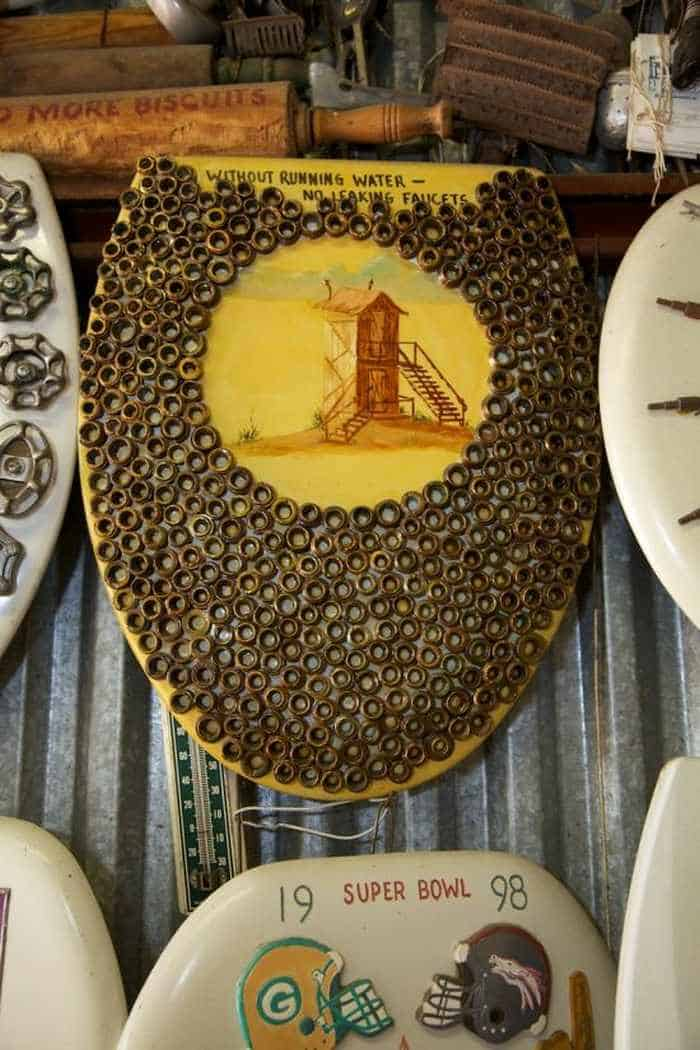 Funny Museum of Decorated Toilet Seats - 17 Pics -01