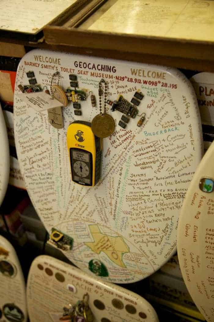 Funny Museum of Decorated Toilet Seats - 17 Pics -12