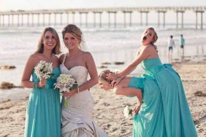42 Hilarious Pictures of Unexpected Wedding Photobombs Will Make You LOL -08