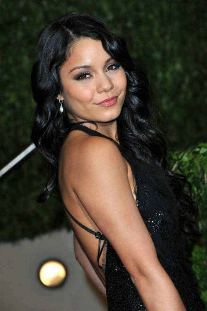 Vanessa Hudgens In Gorgeous Black Gown -03