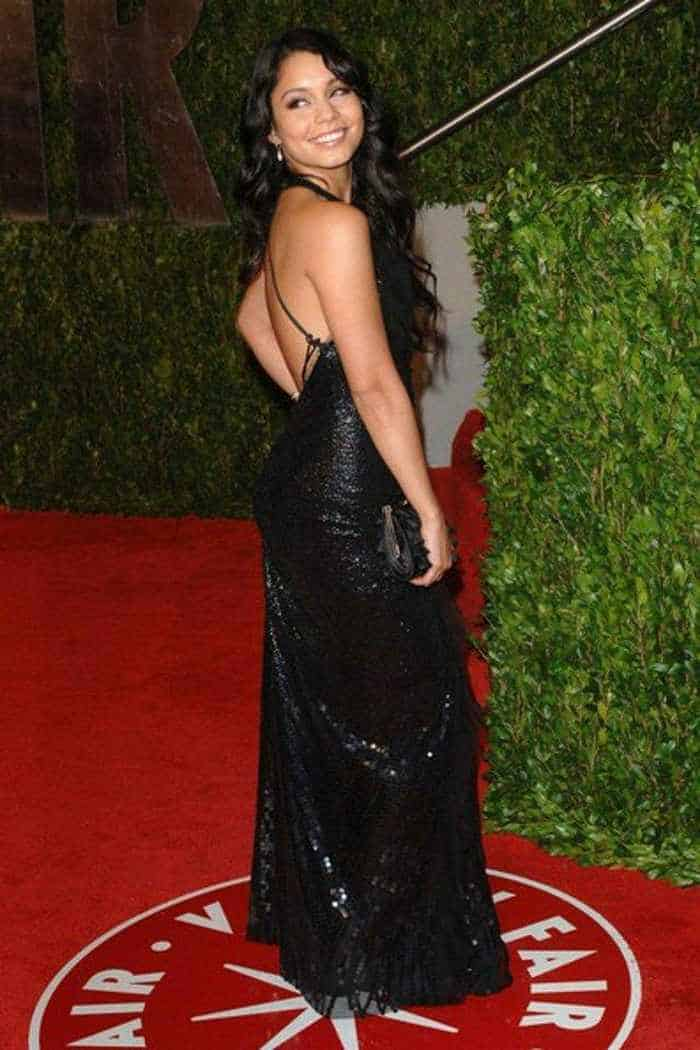 Vanessa Hudgens In Gorgeous Black Gown -05