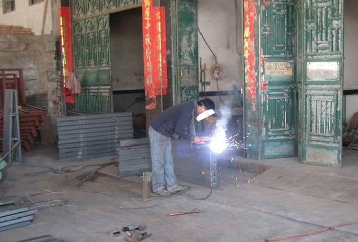 5 Pics of Weird Homemade Welding Helmet of Chinese Welder -01