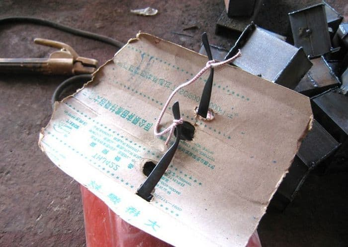 5 Pics of Weird Homemade Welding Helmet of Chinese Welder -03