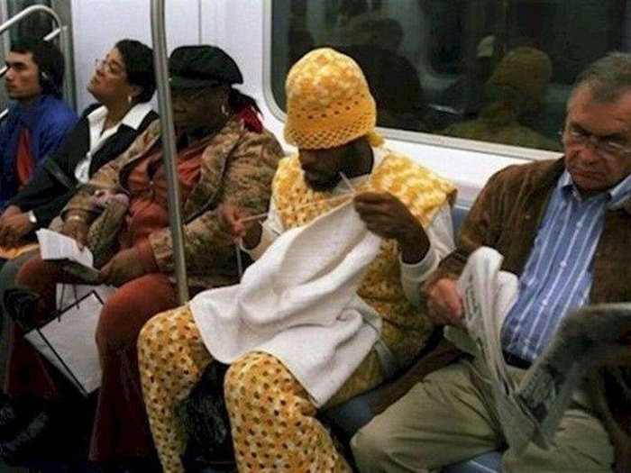 28 Weird Things You Will See On Public Transportation-08