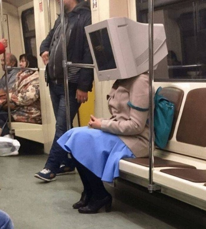 28 Weird Things You Will See On Public Transportation-22