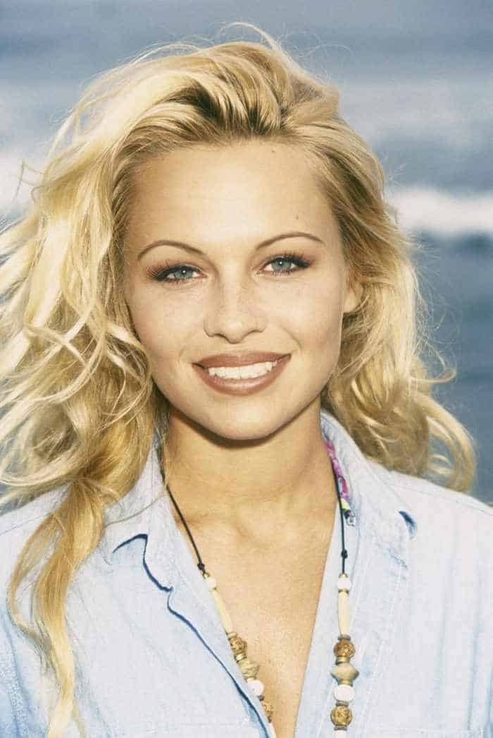 35 Pictures Of Young Pamela Anderson -01