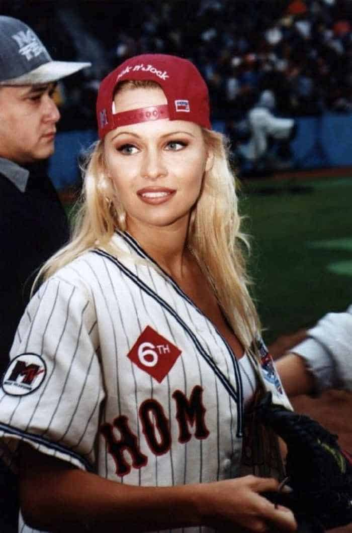 35 Pictures Of Young Pamela Anderson -06