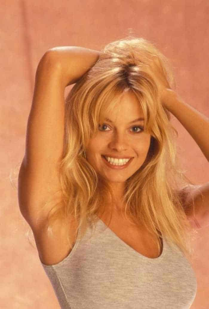 35 Pictures Of Young Pamela Anderson -15