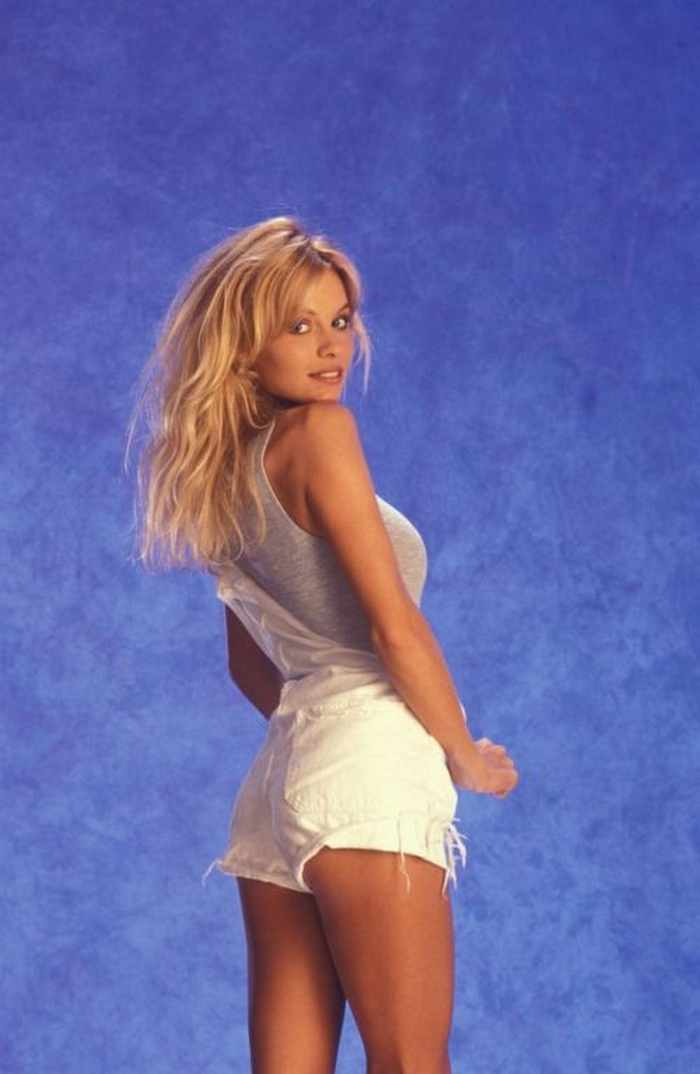 35 Pictures Of Young Pamela Anderson -17